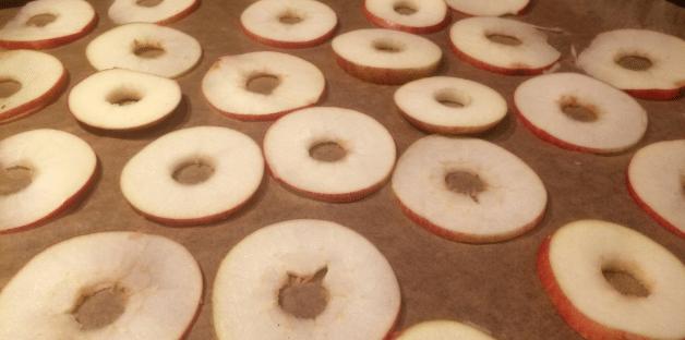 Torka egna äppelskivor i helgen  – så enkelt!