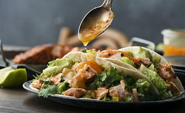 Trendiga tacos med fisk eller kyckling – recept