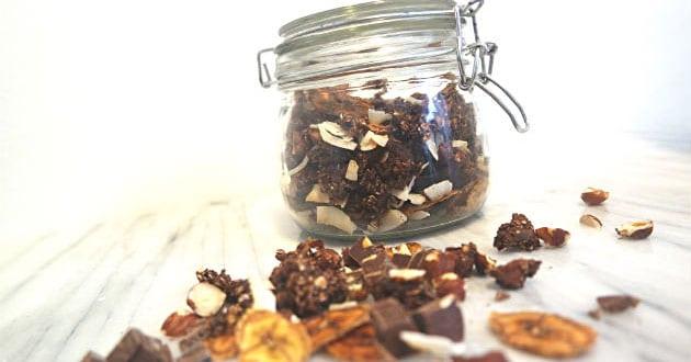 Granola med choklad och banan – så gör du egen proteinrik granola