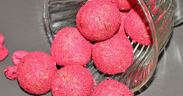 Rawfoodbollar med hallon och lakrits