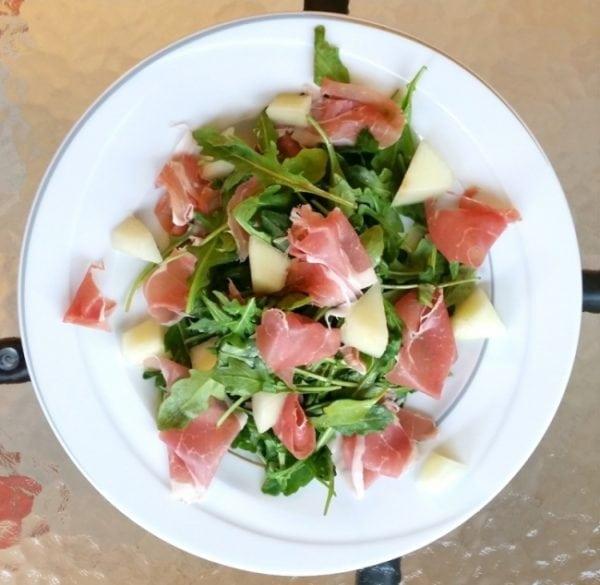 Recept under 500 kalorier – Sommarsallad med proscuitto och melon