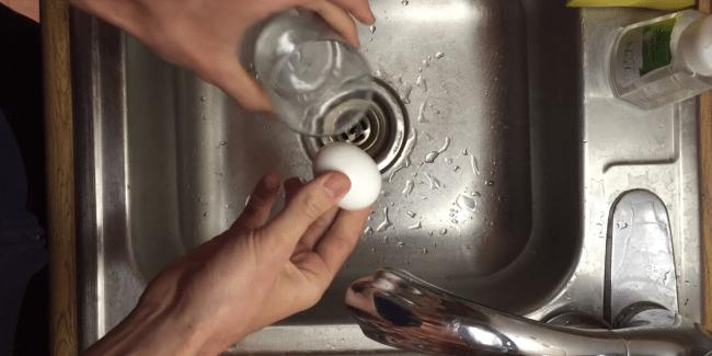 Snabbaste sättet att skala ägg