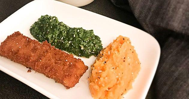 Mannagrynsfisk med sötpotatis- och linsmos och stuvad spenat