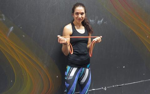Skonsam styrketräning med gummiband – 5 övningar