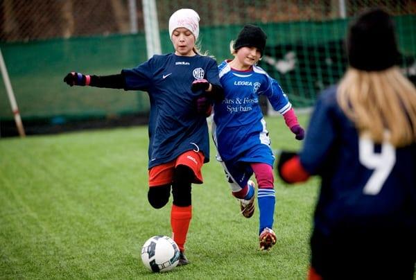 60 procent av alla unga hör till idrottsförening
