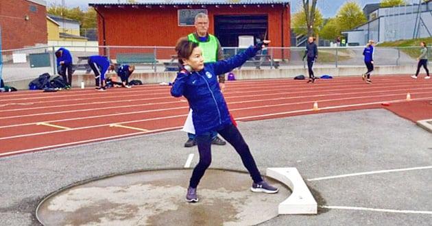 Det är aldrig för sent - så tränar Sveriges äldsta kulstöterska