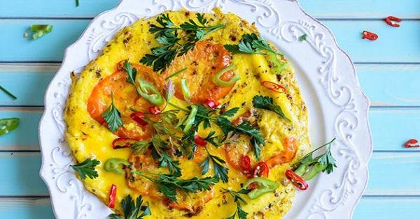 Omelett med fetaost och tomat