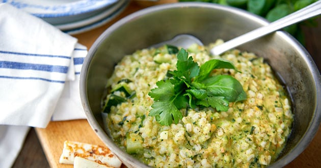 Orzotto med zucchini och basilika - recept