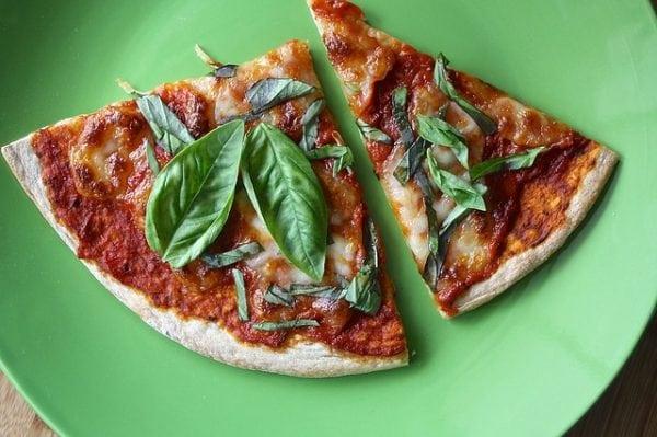 Egen pizza  – så mycket godare och roligare