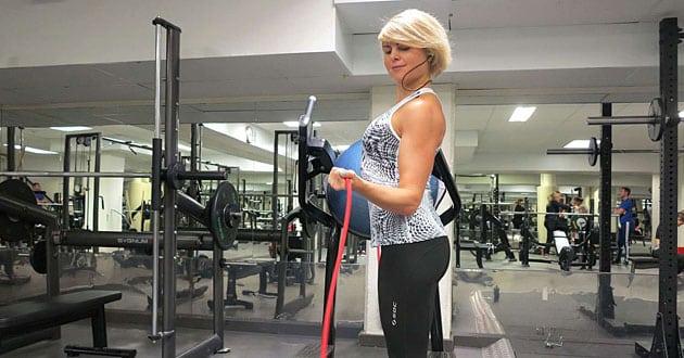 Hur träna axlar - 6 övningar för heltäckande axelträning