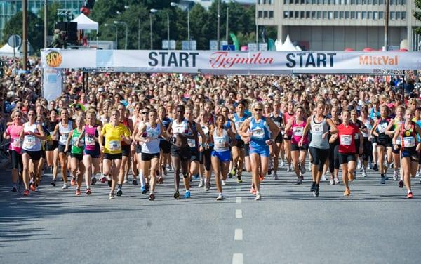Imorgon springer 30 000 tjejer runt Djurgården