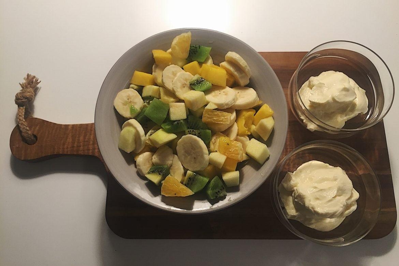 Fruktsallad med vaniljkvarg