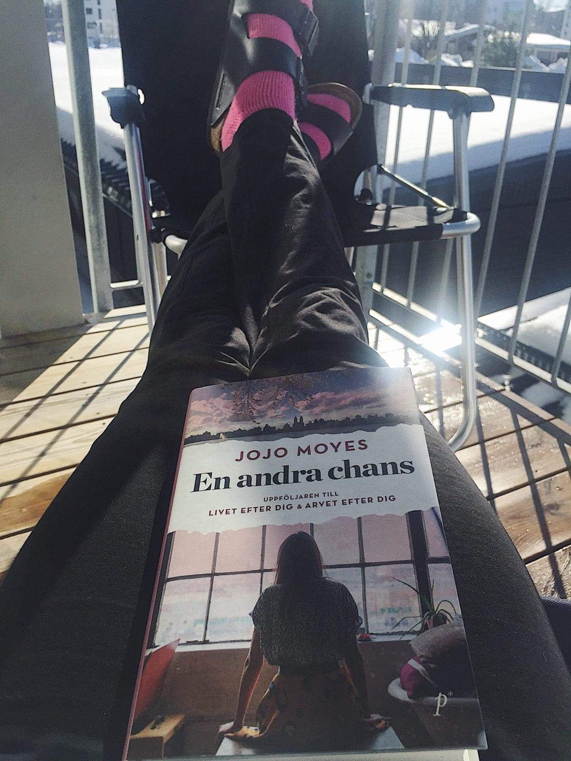 Att läsa en bok är ett bra sätt för att komma ner i varv