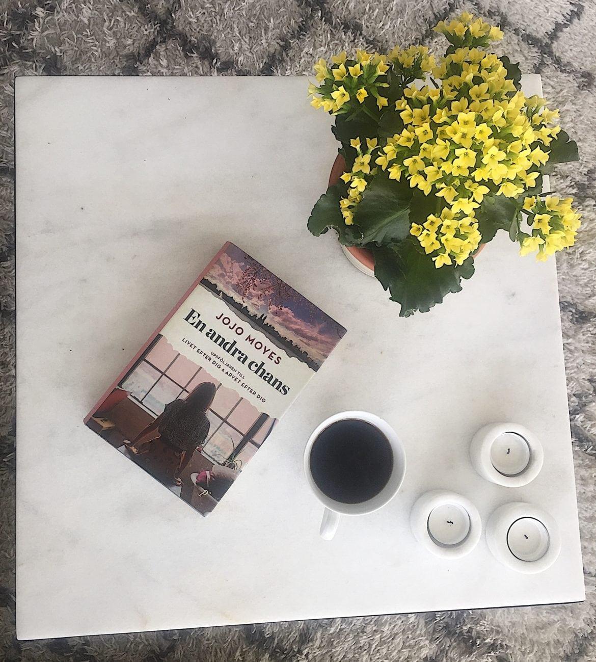 Att läsa en bok är ett bra sätt för att hitta ett lugn