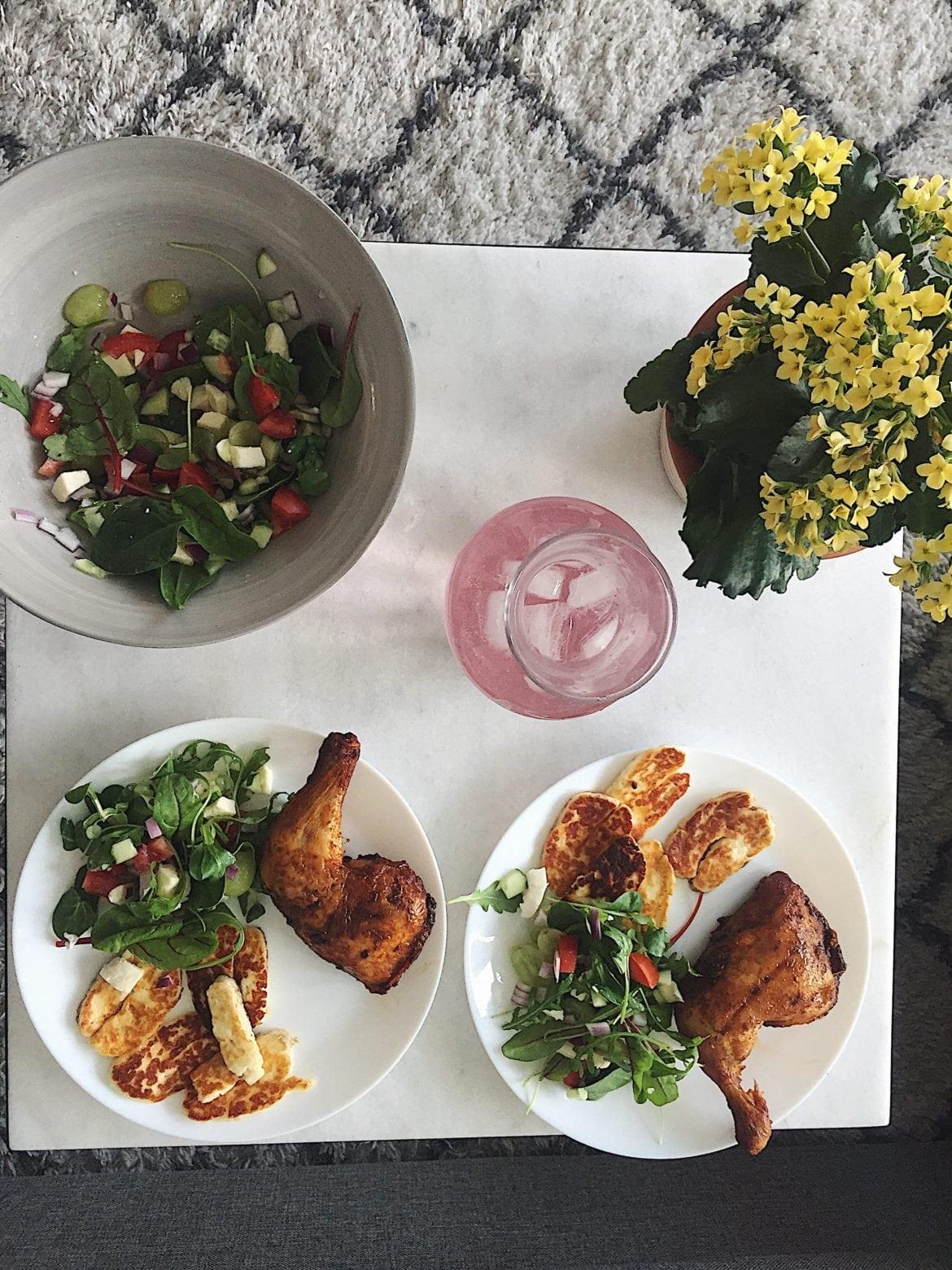 Grillad kyckling, halloumi och sallad