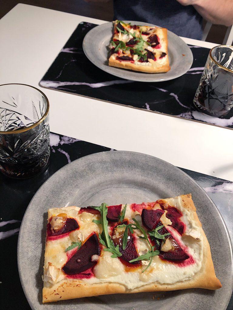 Hemmagjord pizza - rödbetor och chévreost