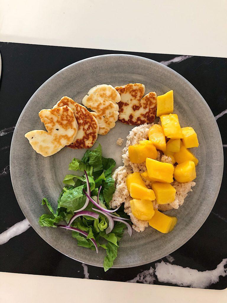 Halloumi och mangosallad