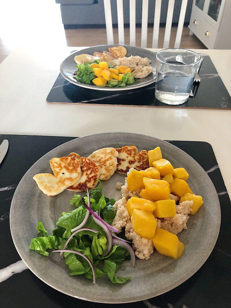 10 måltider - halloumi och mangosallad