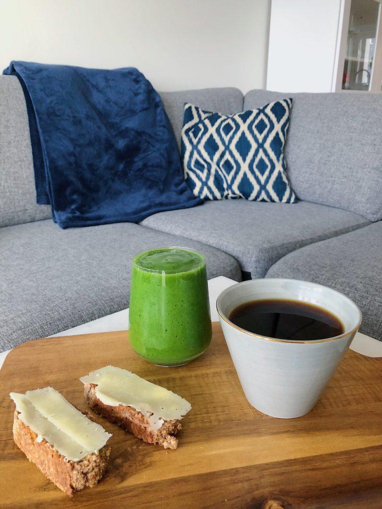 10 måltider - grön smoothie och banan- och havrebröd