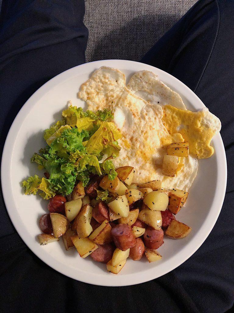 10 måltider - stekt ägg och råstekt potatis