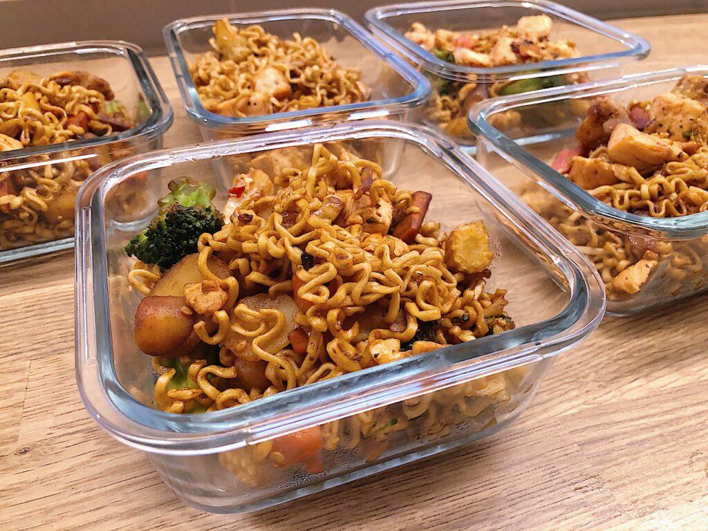 stekt lax med wok och nudlar