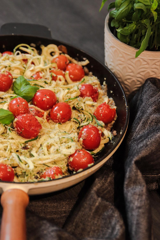 zucchinipasta zoodles vegansk pesto recept