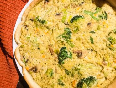 Vegansk ost- och broccolipaj