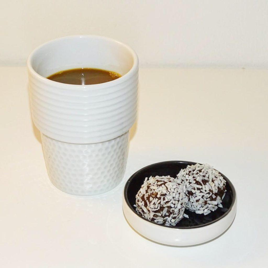 Jordnöts- och chokladbollar