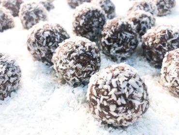 Raw chokladbollar sötade med dadlar