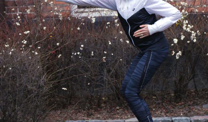 Anna åker Oddboard/Mini Segway