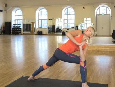 Yoga vridning/ Anna Lissjanis