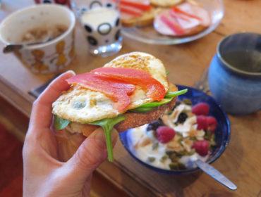 Frukost med äggmacka hemma hos Lissjanis