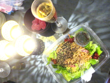 Raw food bowl och champagne