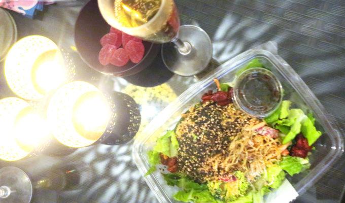 Raw food bowl och champagne