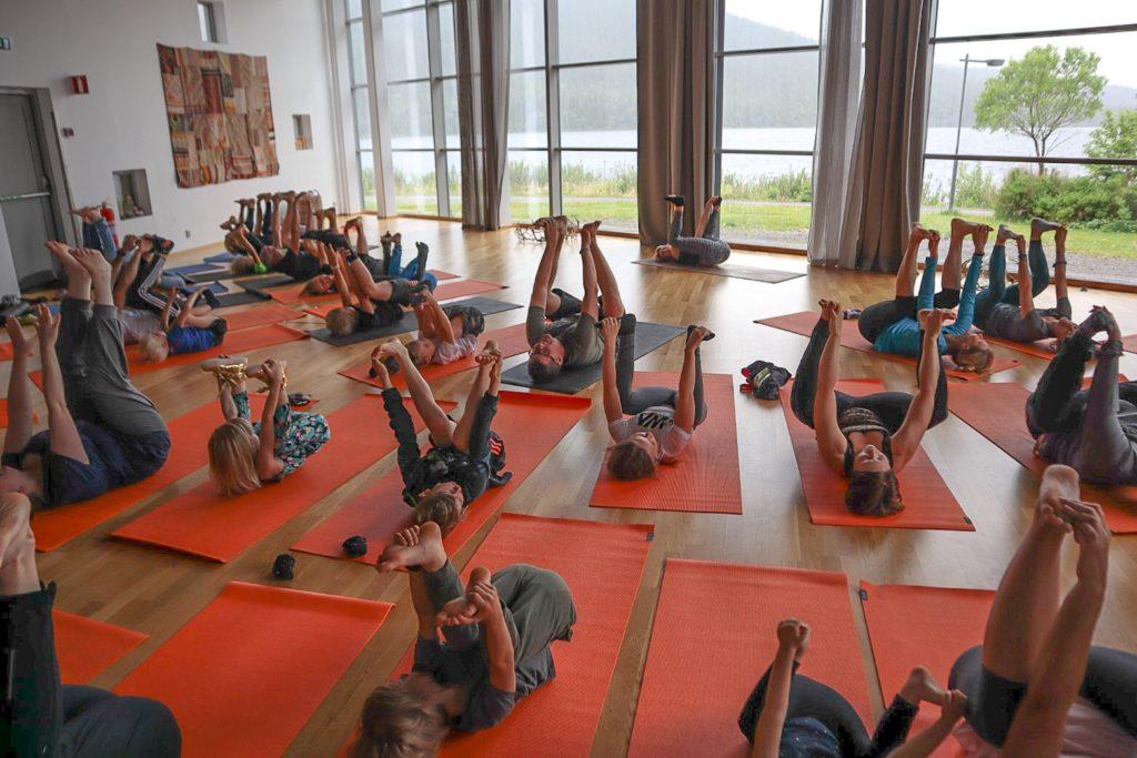 frisk och stark familj yoga