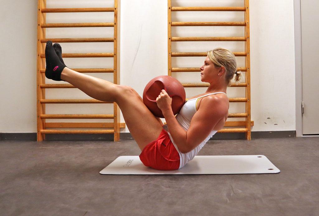 coreträning med medicinboll Anna Lissjanis