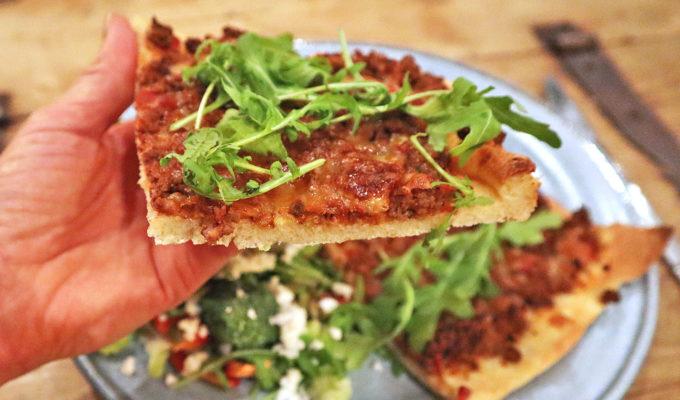 Pizza bolognese